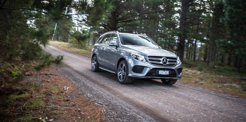 Luxury suv comparison audi q7 v bmw x5 v jaguar f pace v for Mercedes benz range rover