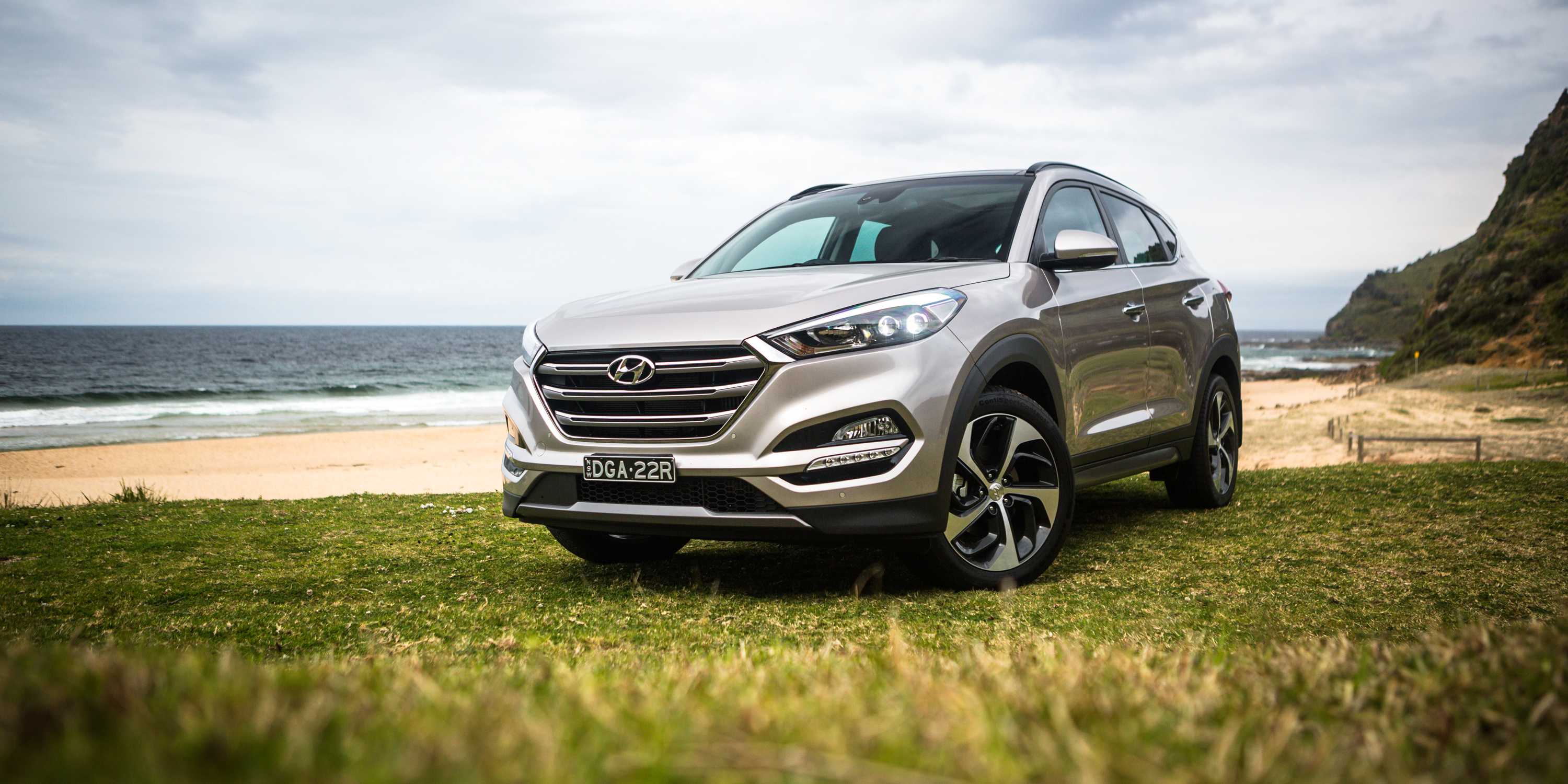 new hyundai santa fe to get bigger and more rugged look. Black Bedroom Furniture Sets. Home Design Ideas