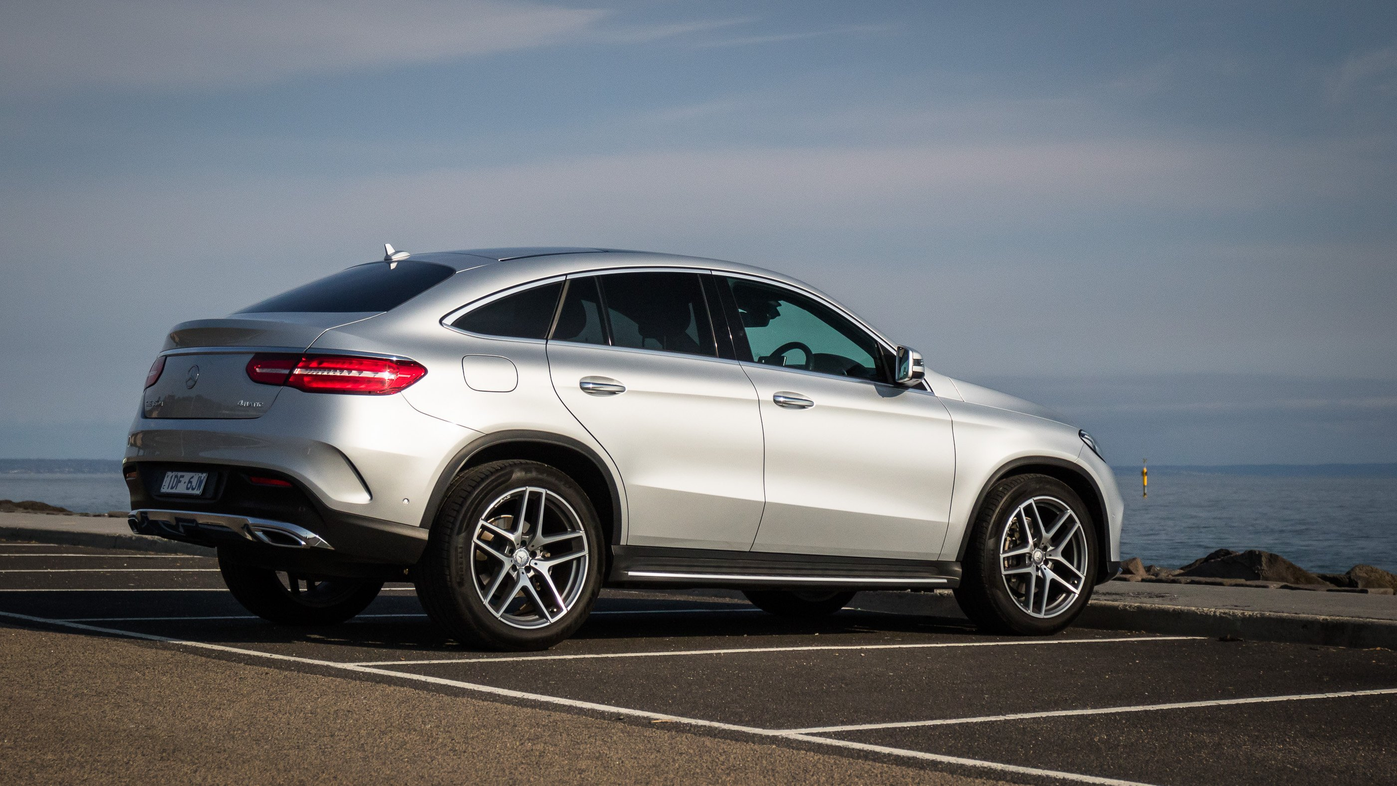 18 amazing 2016 mercedesbenz gle coupe review. Black Bedroom Furniture Sets. Home Design Ideas