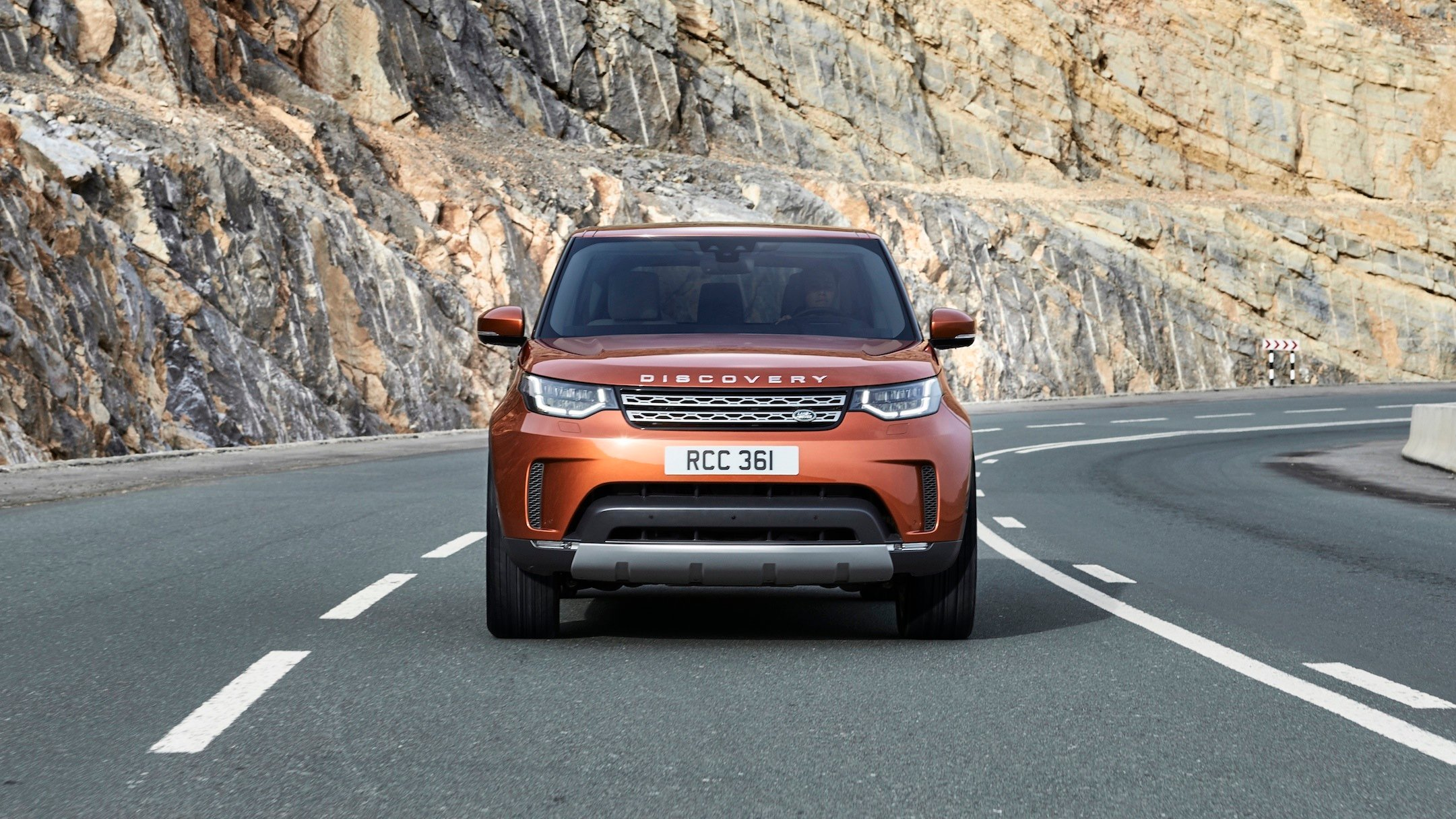 2017 land rover discovery revealed in paris full details autos post. Black Bedroom Furniture Sets. Home Design Ideas