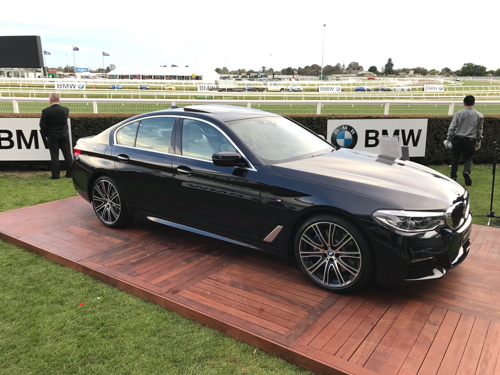 26 original 2017 bmw 5 series g30 first look review. Black Bedroom Furniture Sets. Home Design Ideas