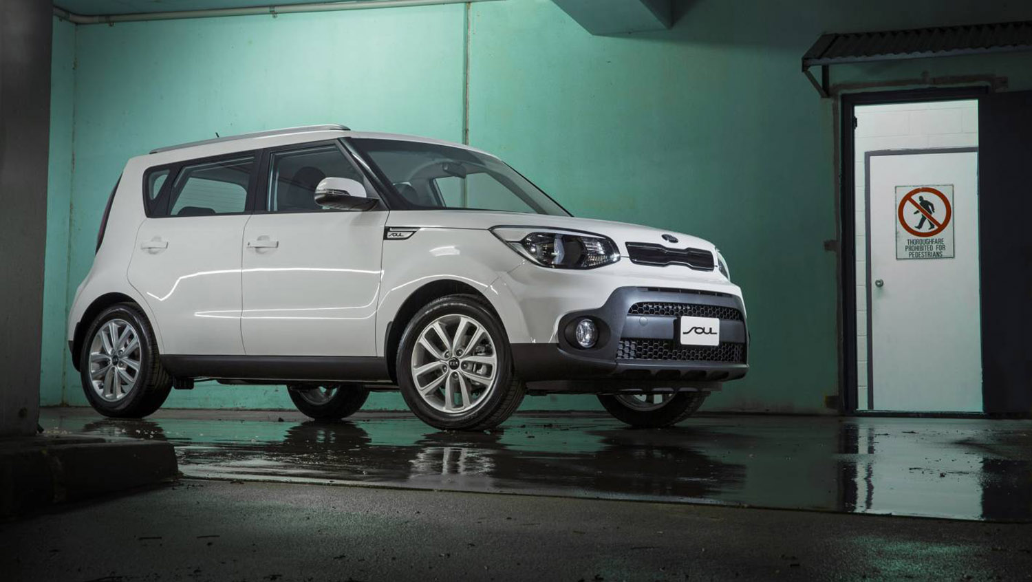 2017 kia soul pricing and specs 24 990 drive away price for refreshed hatch