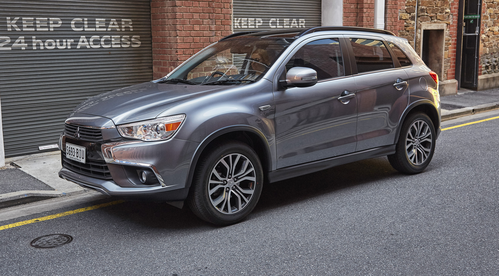 2017 mitsubishi asx pricing and specs styling and kit update touches down photos 1 of 6. Black Bedroom Furniture Sets. Home Design Ideas