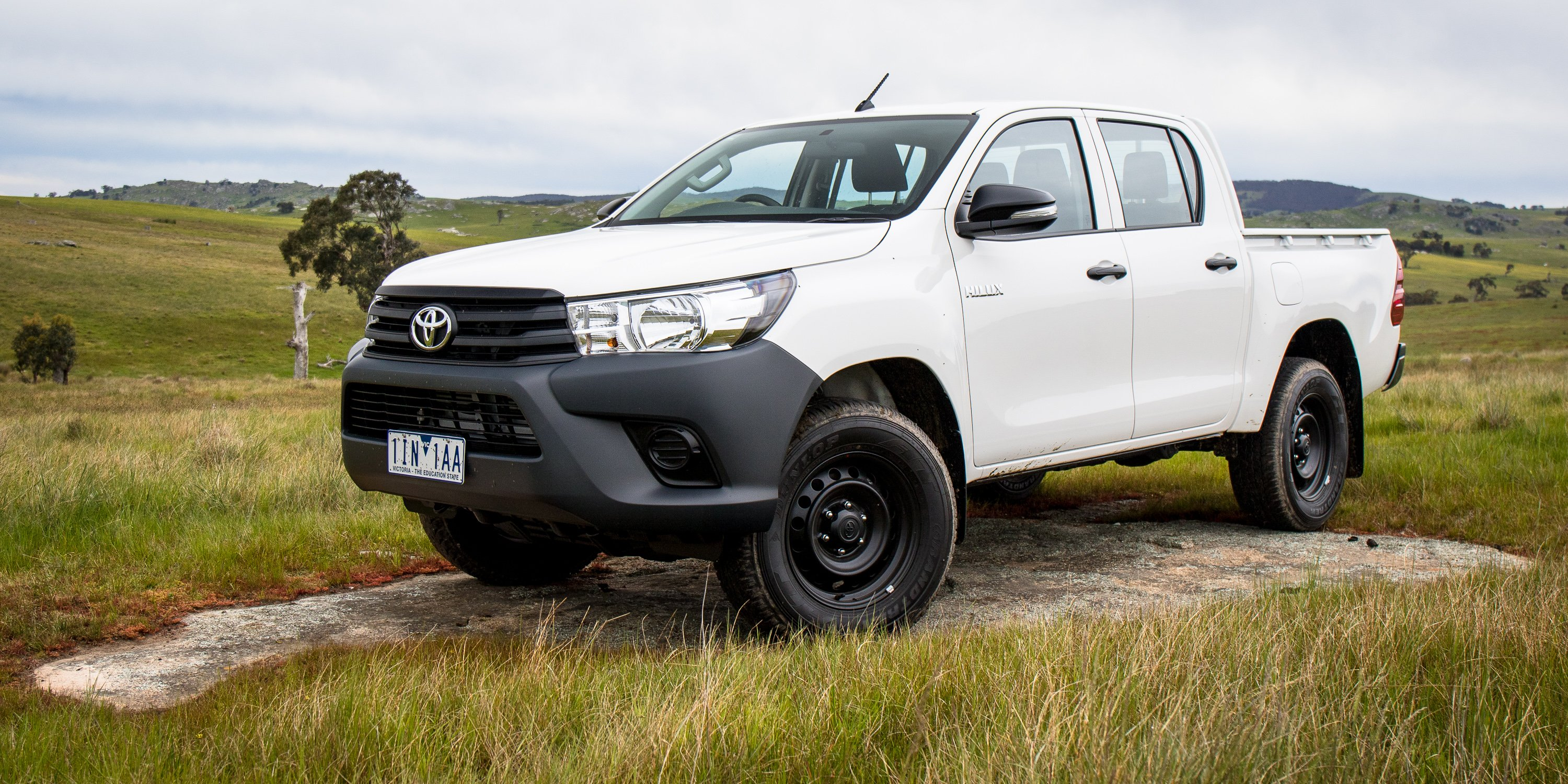2016 toyota hilux workmate 4x4 review caradvice. Black Bedroom Furniture Sets. Home Design Ideas