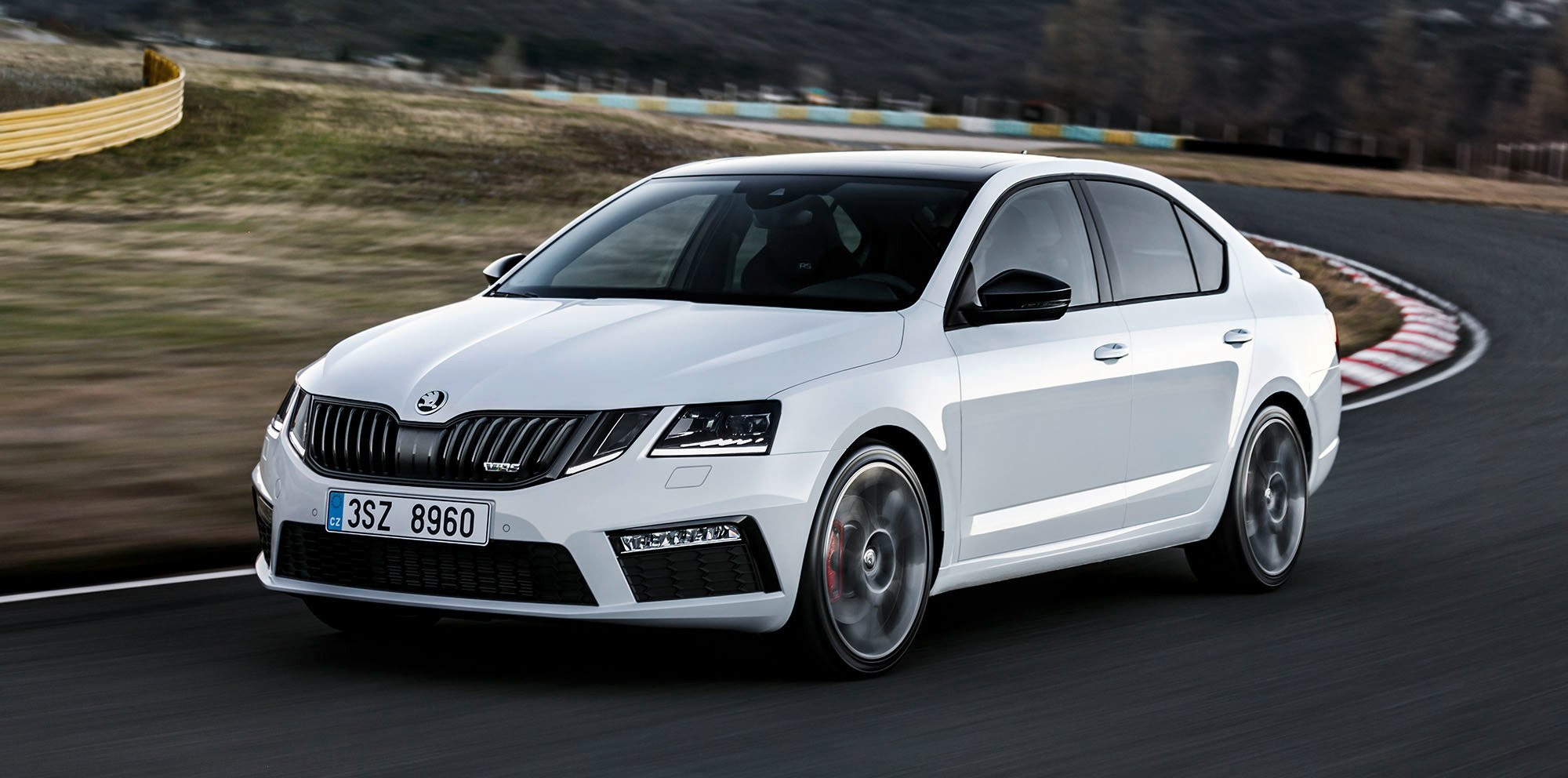 2017 skoda octavia rs facelift revealed ahead of australian debut new looks more power for hot. Black Bedroom Furniture Sets. Home Design Ideas