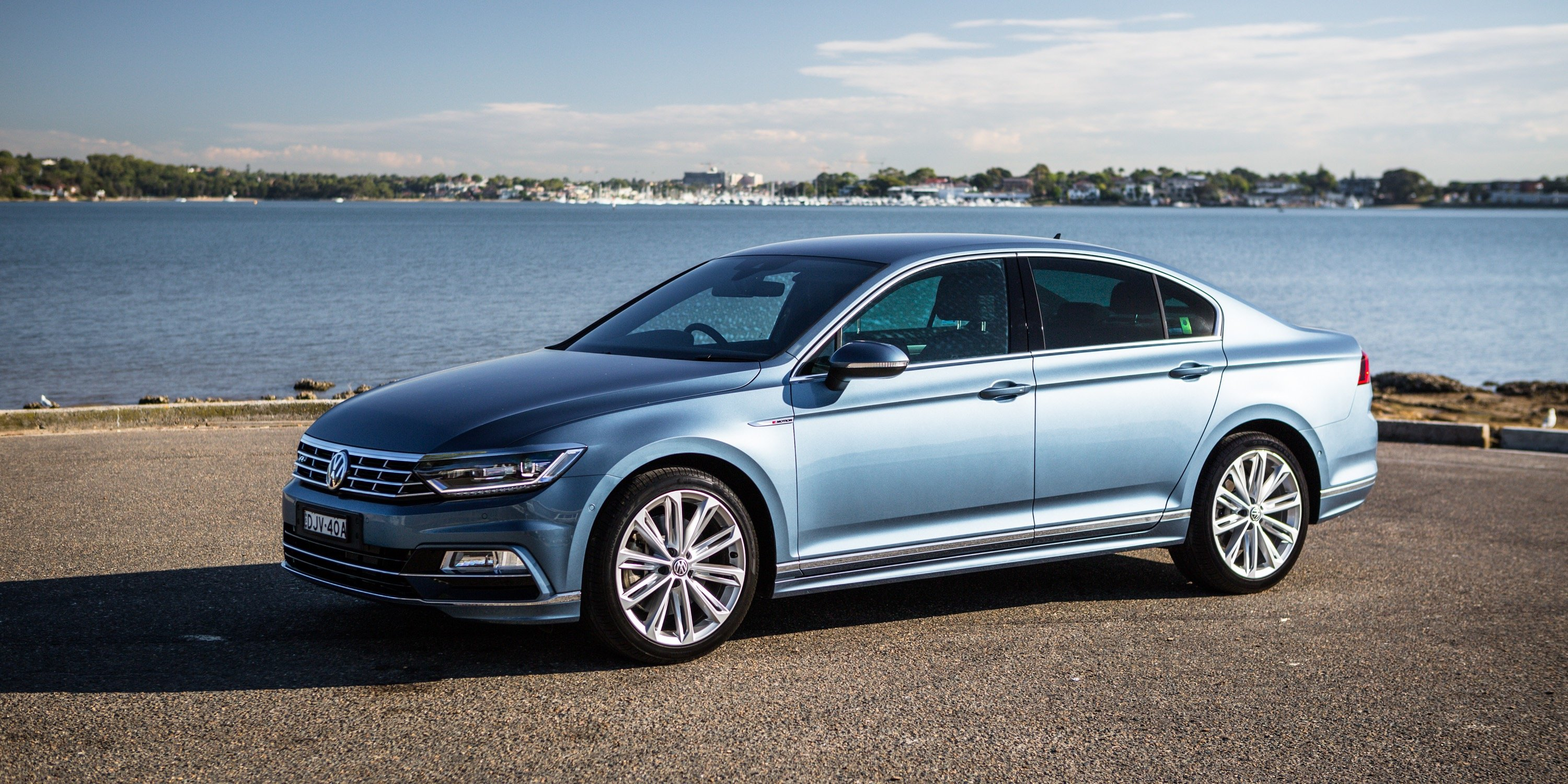 2017 volkswagen passat 206tsi r line review. Black Bedroom Furniture Sets. Home Design Ideas