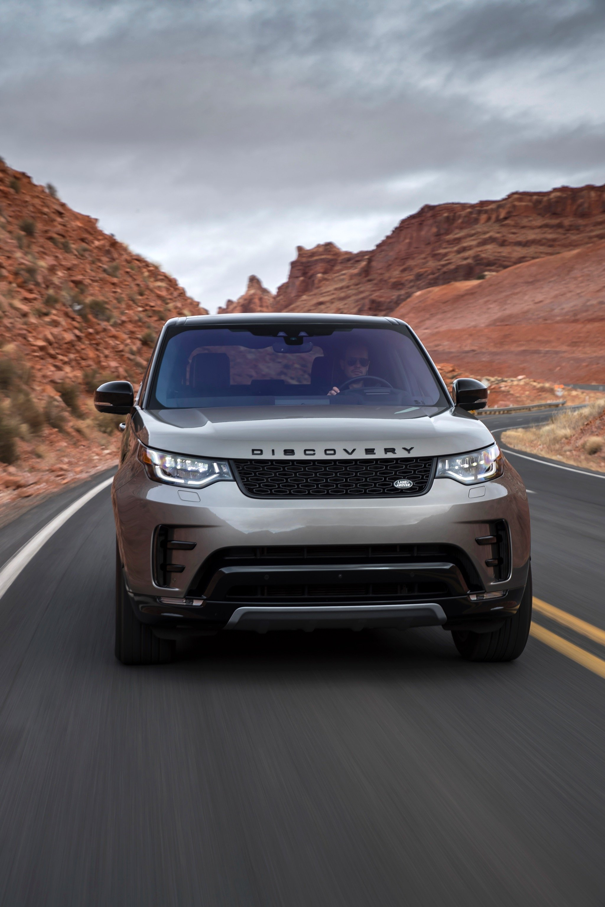 Discovery Sport Land Rover >> 2017 Land Rover Discovery review | CarAdvice