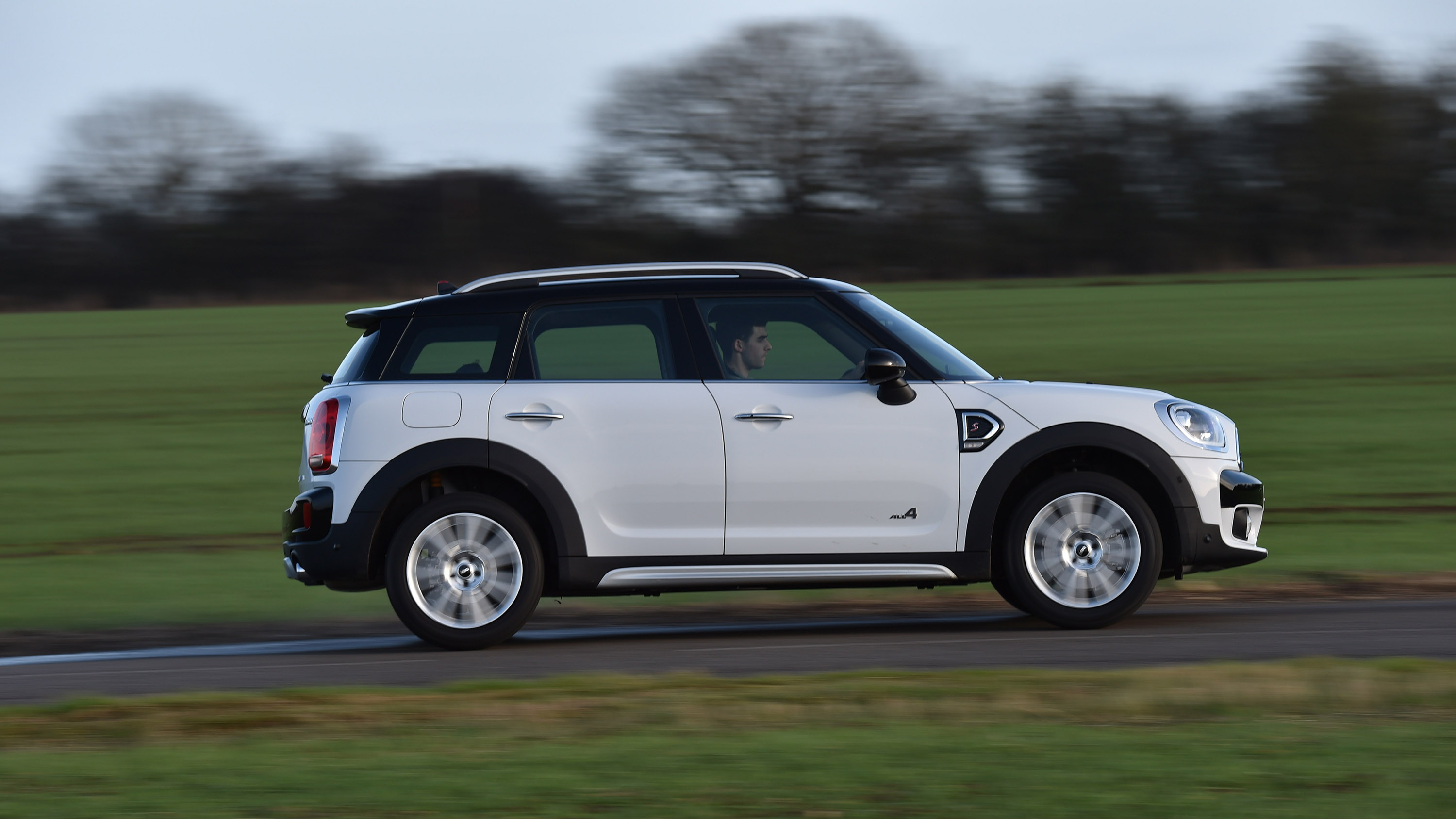 mini cooper countryman reviews autos post. Black Bedroom Furniture Sets. Home Design Ideas