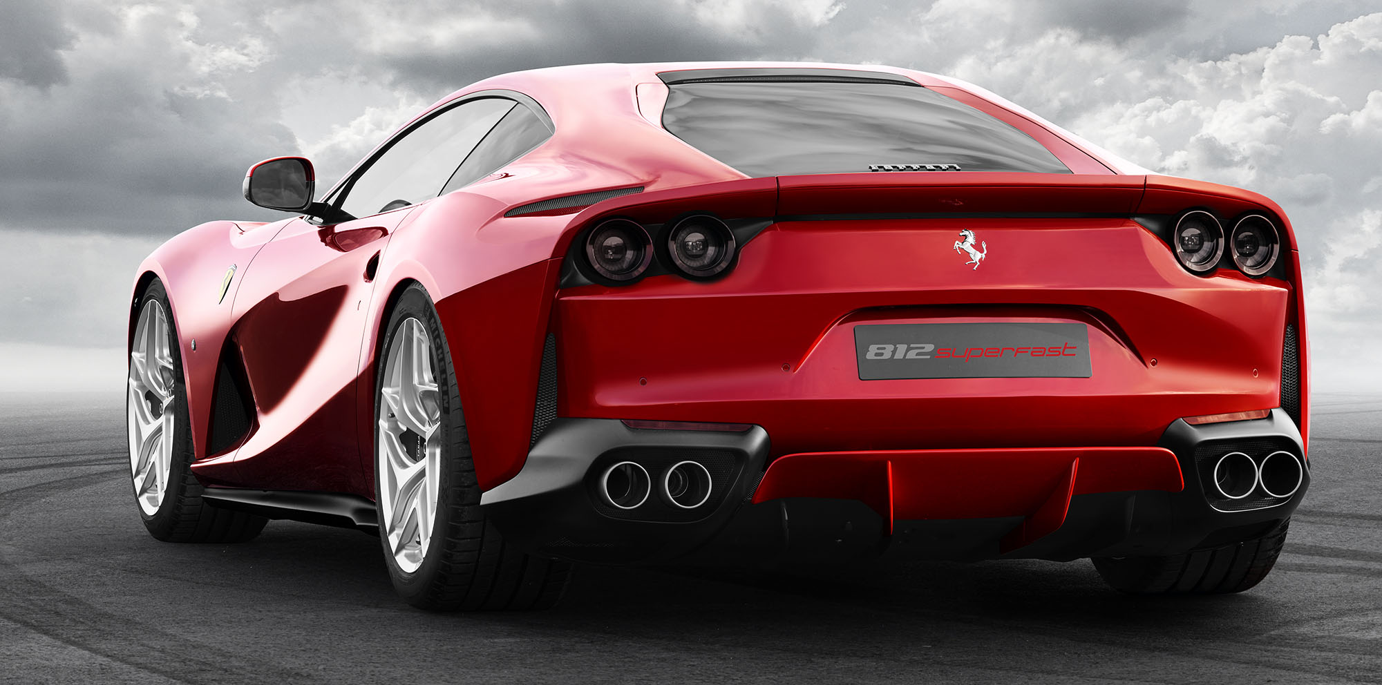2017 Ferrari 812 Superfast revealed - Photos (1 of 6)