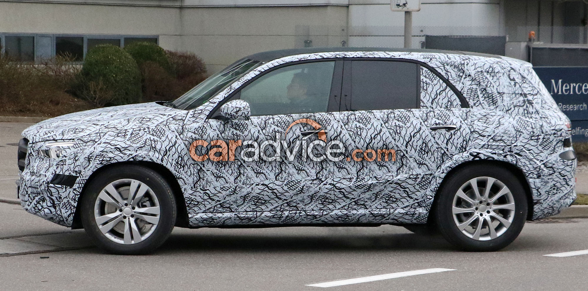 2018 mercedes benz gle spied inside and out photos 1 of 4 for 2018 mercedes benz gle