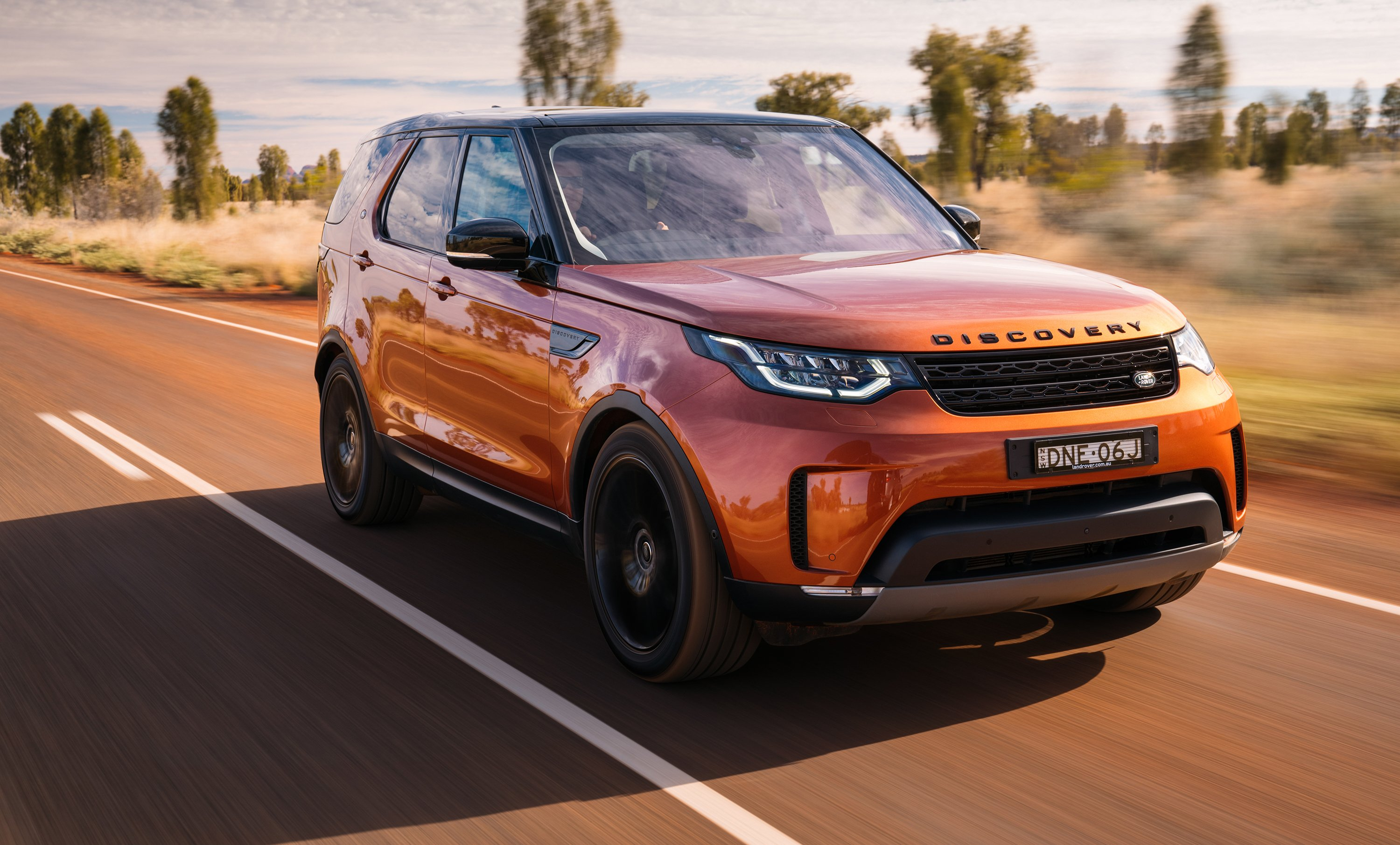 new land rover discovery looks will 39 test 39 traditional. Black Bedroom Furniture Sets. Home Design Ideas