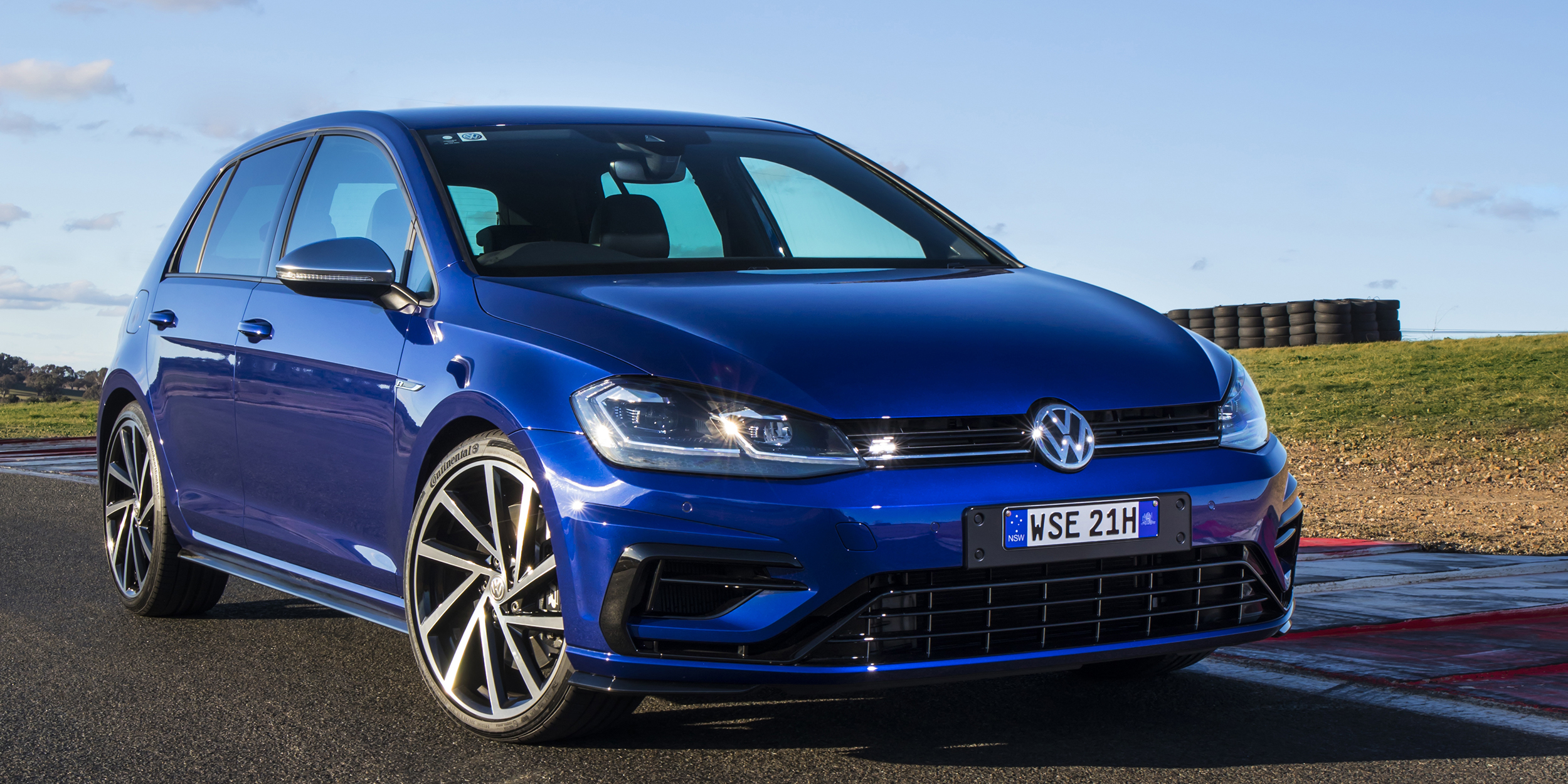 2017 volkswagen golf r review caradvice. Black Bedroom Furniture Sets. Home Design Ideas