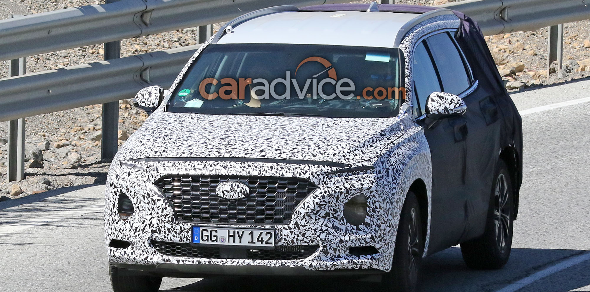 Hyundai Santa Fe Spied With Less Camouflage