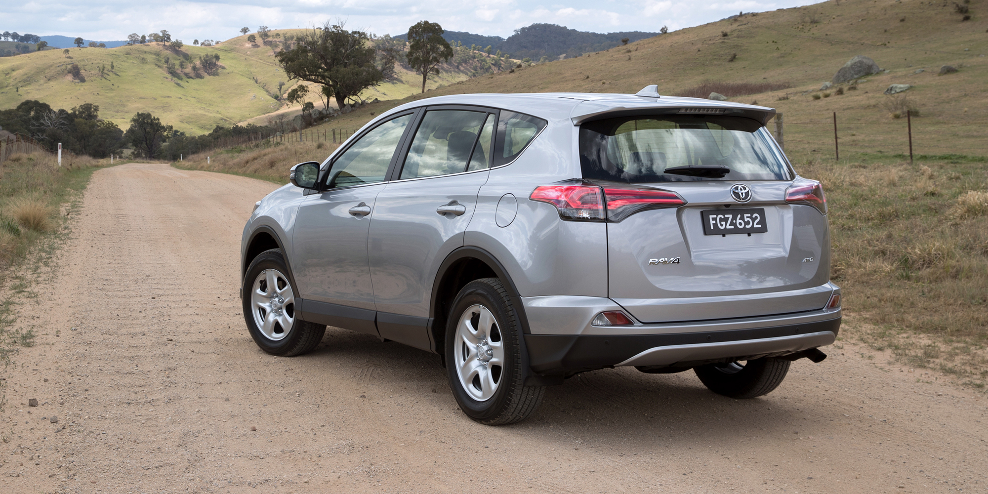 2018 Toyota RAV4 pricing and specs - Photos (1 of 9)