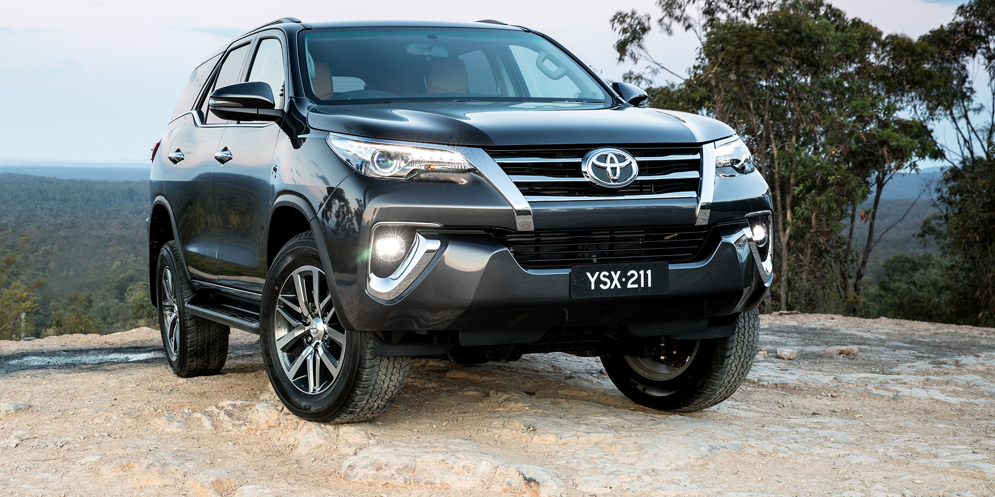 2018 Toyota Fortuner Pricing And Specs Photos 1 Of 15