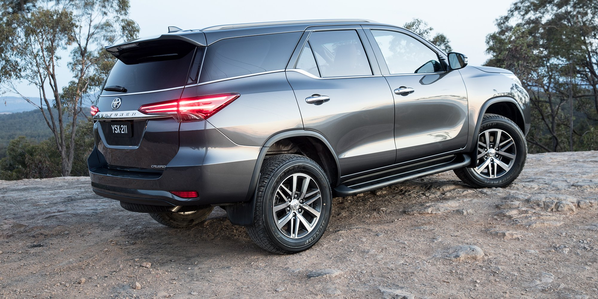 2018 Toyota Fortuner pricing and specs - Photos (1 of 15)
