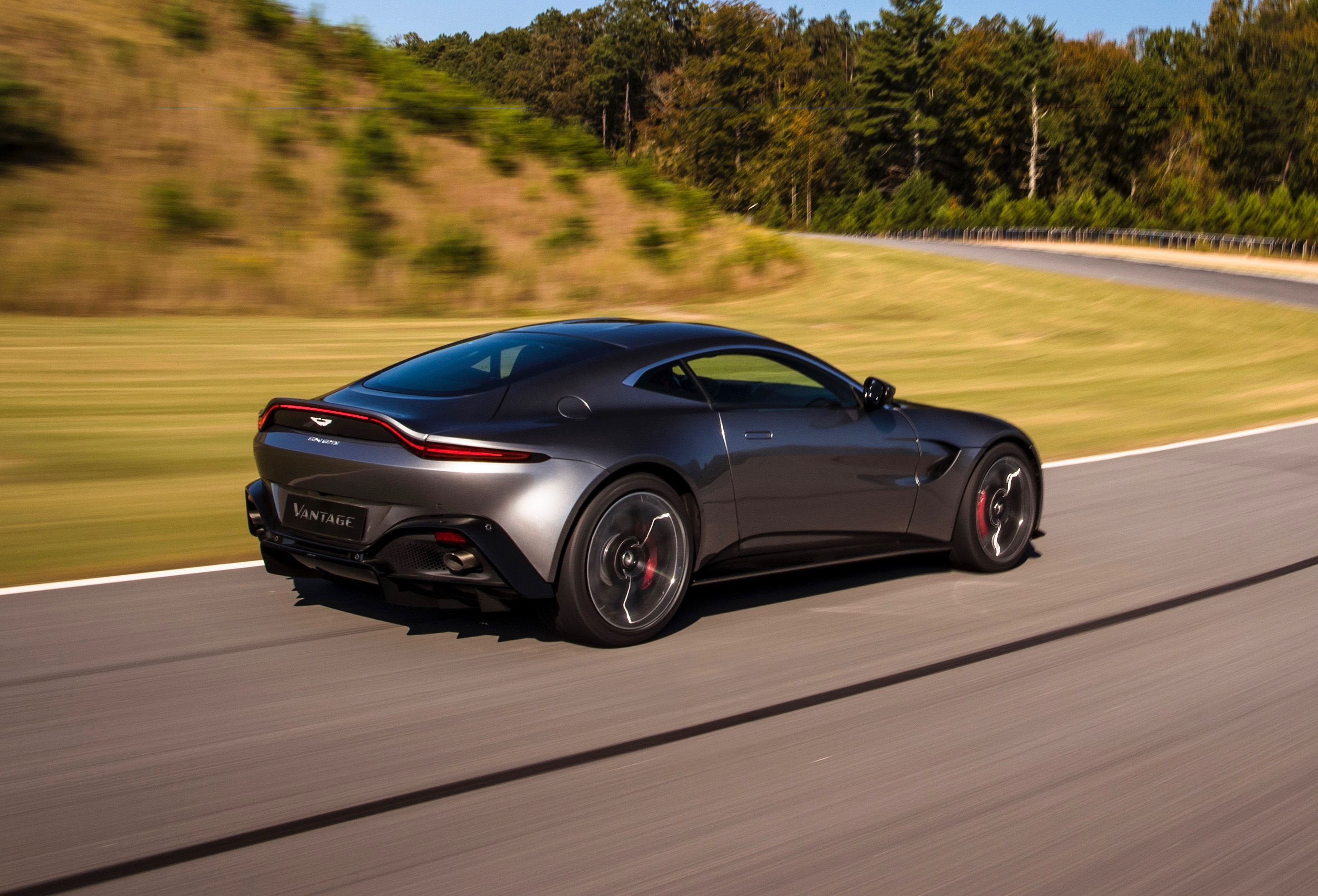 2018 Aston Martin Vantage revealed: Exclusive video tour ...