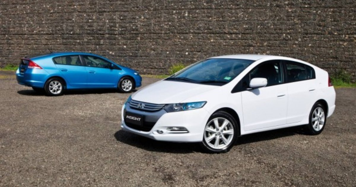 Honda Insight VTi L V Toyota Prius: Hybrid Car Comparison