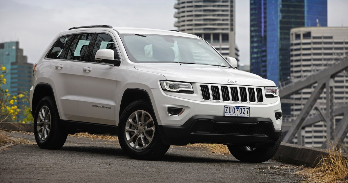 2014 jeep grand cherokee recalls esc issue safety tech problems for large suv. Black Bedroom Furniture Sets. Home Design Ideas