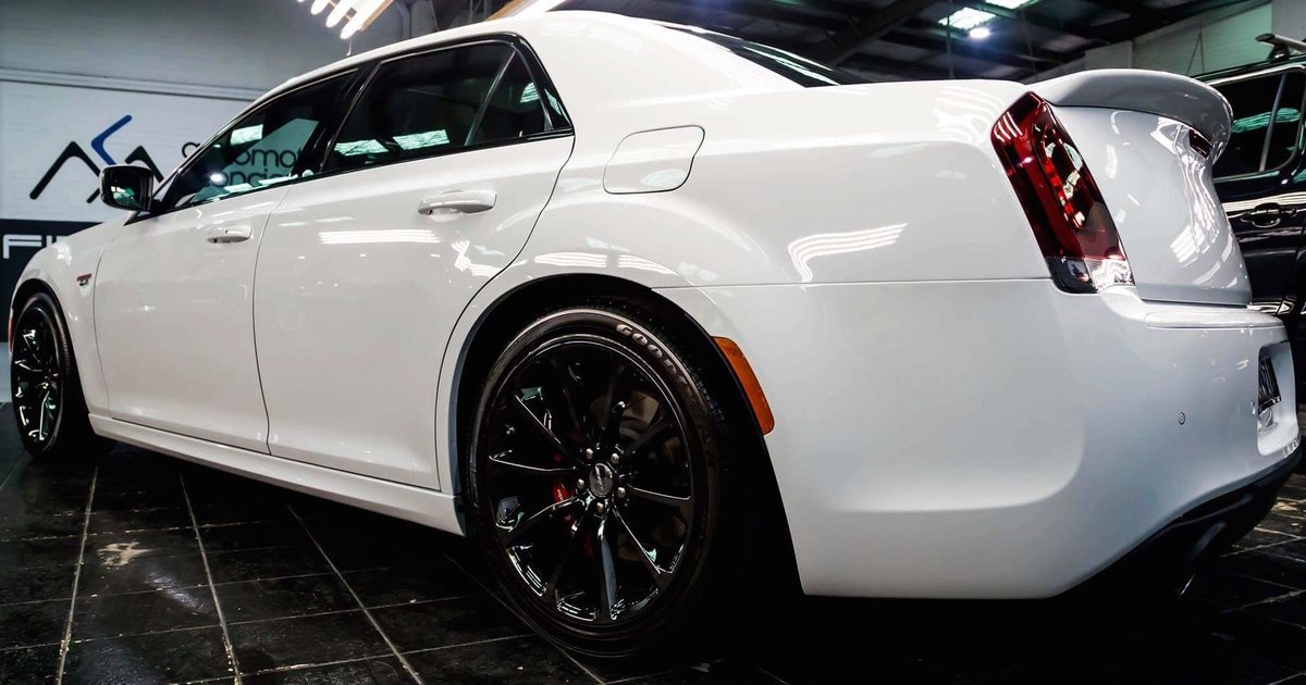2017 Chrysler 300 Srt Hyperblack Review Caradvice