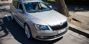 Skoda Superb Estate - rain sensor demonstration