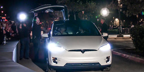 2016 Tesla Model X Unveiling : The Doors