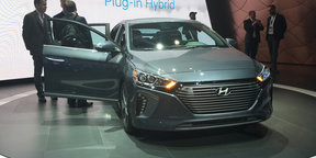 2016 Hyundai Ioniq hybrid - NYIAS 2016