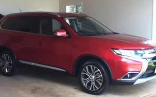 2015 Mitsubishi Outlander XLS (4x4) Review
