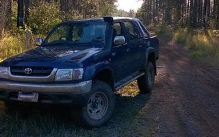 2002 Toyota HiLux SR5 (4x4) Review