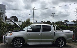 2006 Toyota HiLux SR5 Review