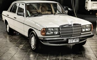 1982 Mercedes-Benz 230E review
