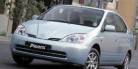 Video: 2010 Toyota Prius with Blue Men