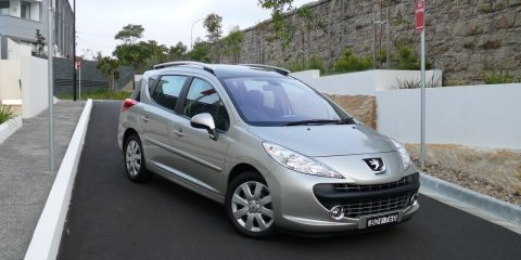 2008 Peugeot 207 HDi Touring Review