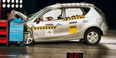 Mitsubishi Lancer and Hyundai i30 Crash Test photos