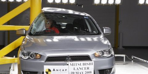 Mitsubishi Lancer and Hyundai i30 Crash Test photos