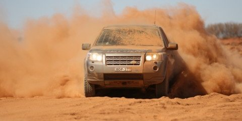 Land Rover Freelander 2 crosses the Simpson Desert