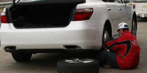 DIY: how to change a flat tyre