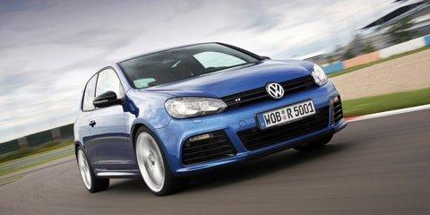 Video: Volkswagen Golf R against Scirocco R
