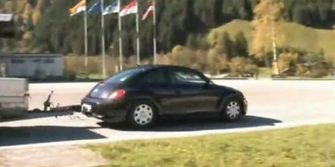 Video: 2012 Volkswagen Beetle spotted uncamouflaged towing trailer