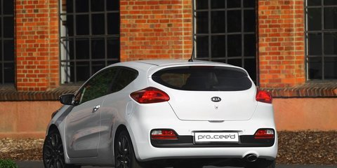 Kia pro_cee'd: three-door hatch unveiled in Paris