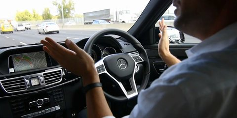 Mercedes-Benz E400 : Distronic Plus with Steering Assist demonstrated