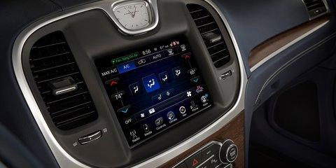 2015 Chrysler 300 revealed: Large sedan facelifted