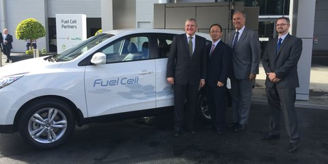 """Industry minister calls hydrogen """"the fuel of the future"""" while brushing off EVs"""