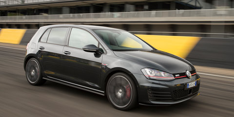Volkswagen makes sweeping MY16 updates : Reversing camera, Apple CarPlay, new touchscreens standard