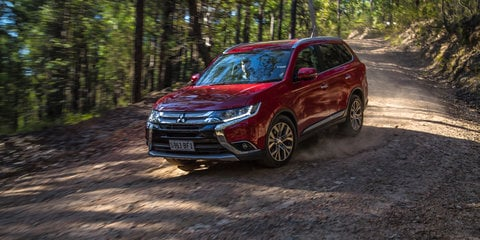 Honda CR-V VTi-L v Mitsubishi Outlander Exceed :: Comparison Review