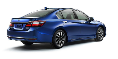 2017 Honda Accord Hybrid unveiled, previews updated Accord styling