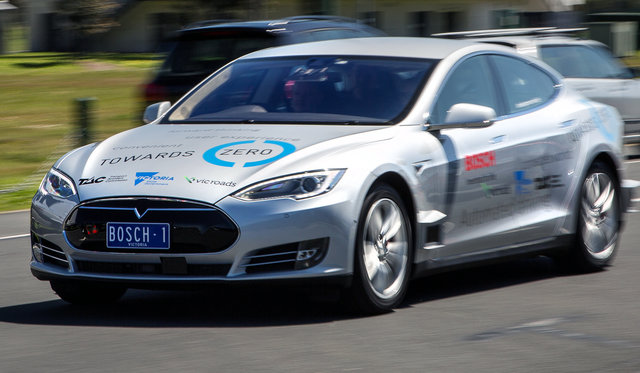 Electric, autonomous cars to cause 'pile-up of epic proportions'