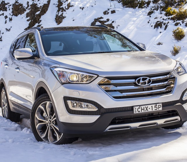 2013-Hyundai-Santa-Fe-Review-107