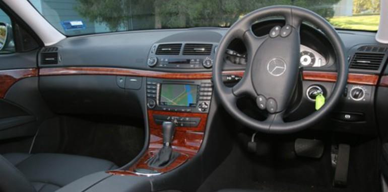 Bmw 530d vs mercedes benz e280 cdi for Cdi interior design