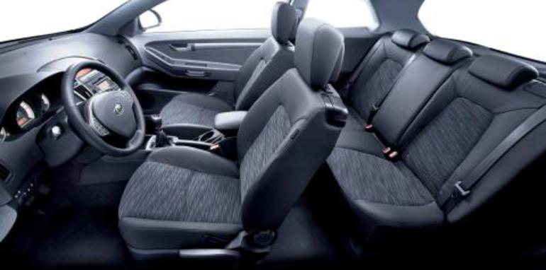 1187693516-09_-_red_-_interior_all_seats_-_17_aug_07.jpg